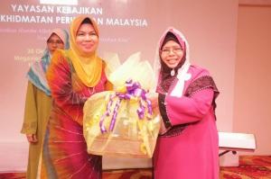 Puan Ibu Hatijah Aam dan Datuk Zuraidah Mohd Said